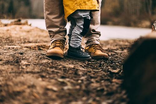 Jakie Buty Beda Idealne Na Rodzinna Wyprawe Po Lesie Poradniki Demar24